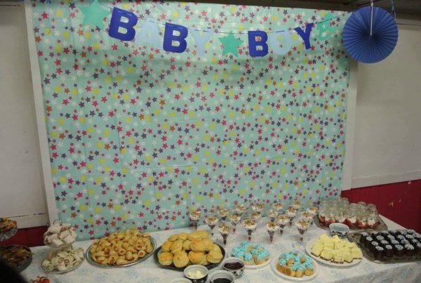 tafel met hapjes babyshower kraamfeest