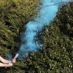 Blauwe confetti kanon met rook gender reveal jongen